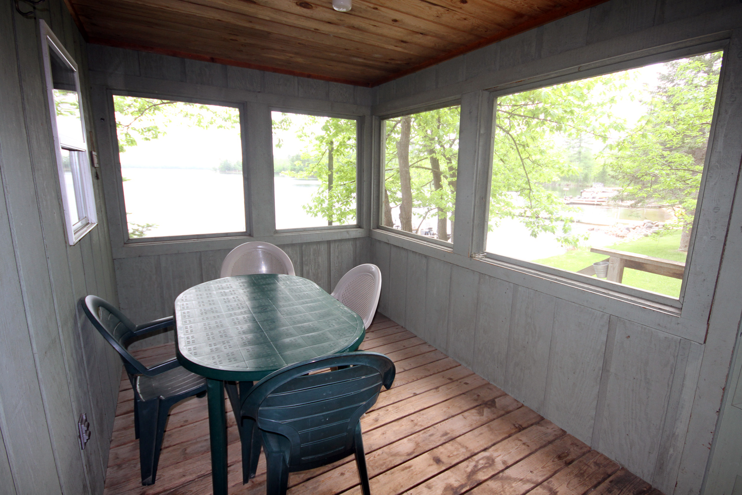 Great views of the lake and Broadwater Shoreline from the screen porch