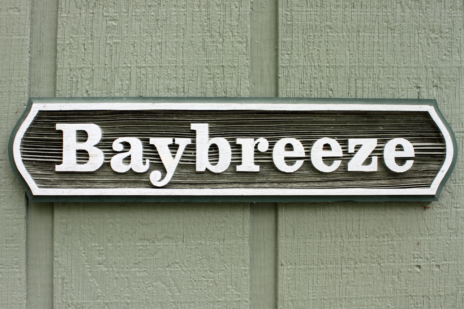 Baybreeze - Three Bedroom Lakeside Cabin with your own dock and great views