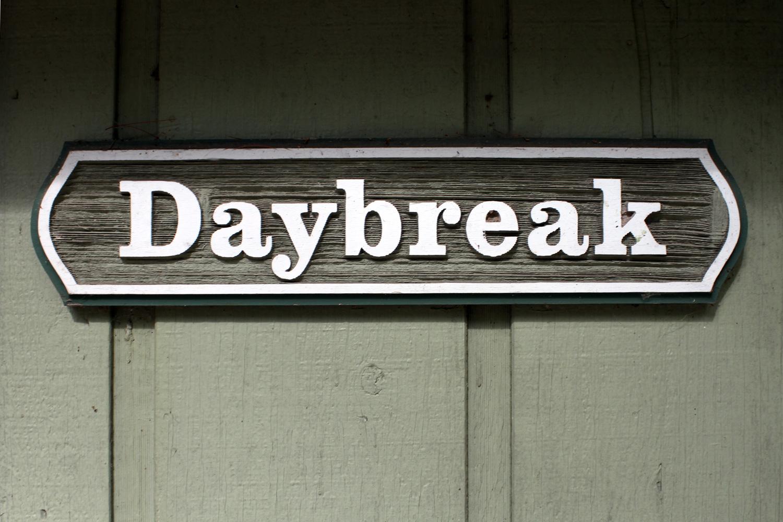 Daybreak - Three Bedroom Lakeside Cabin close to the beach