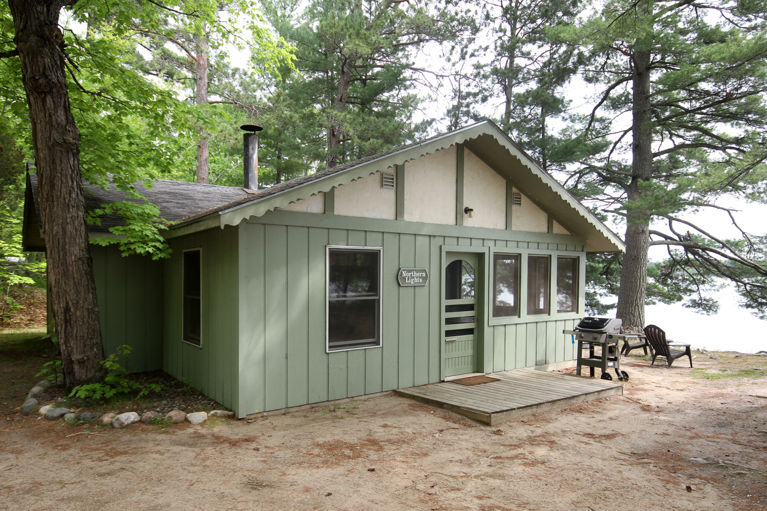 Northern Lights - Three Bedroom Lakeside Cabin with Dock