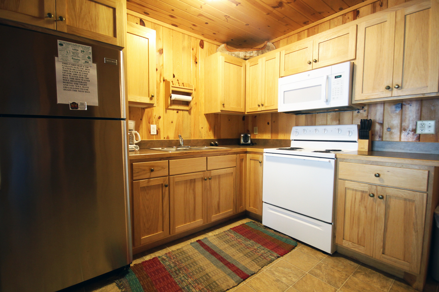 Modern Kitchen with Full Sized Appliances