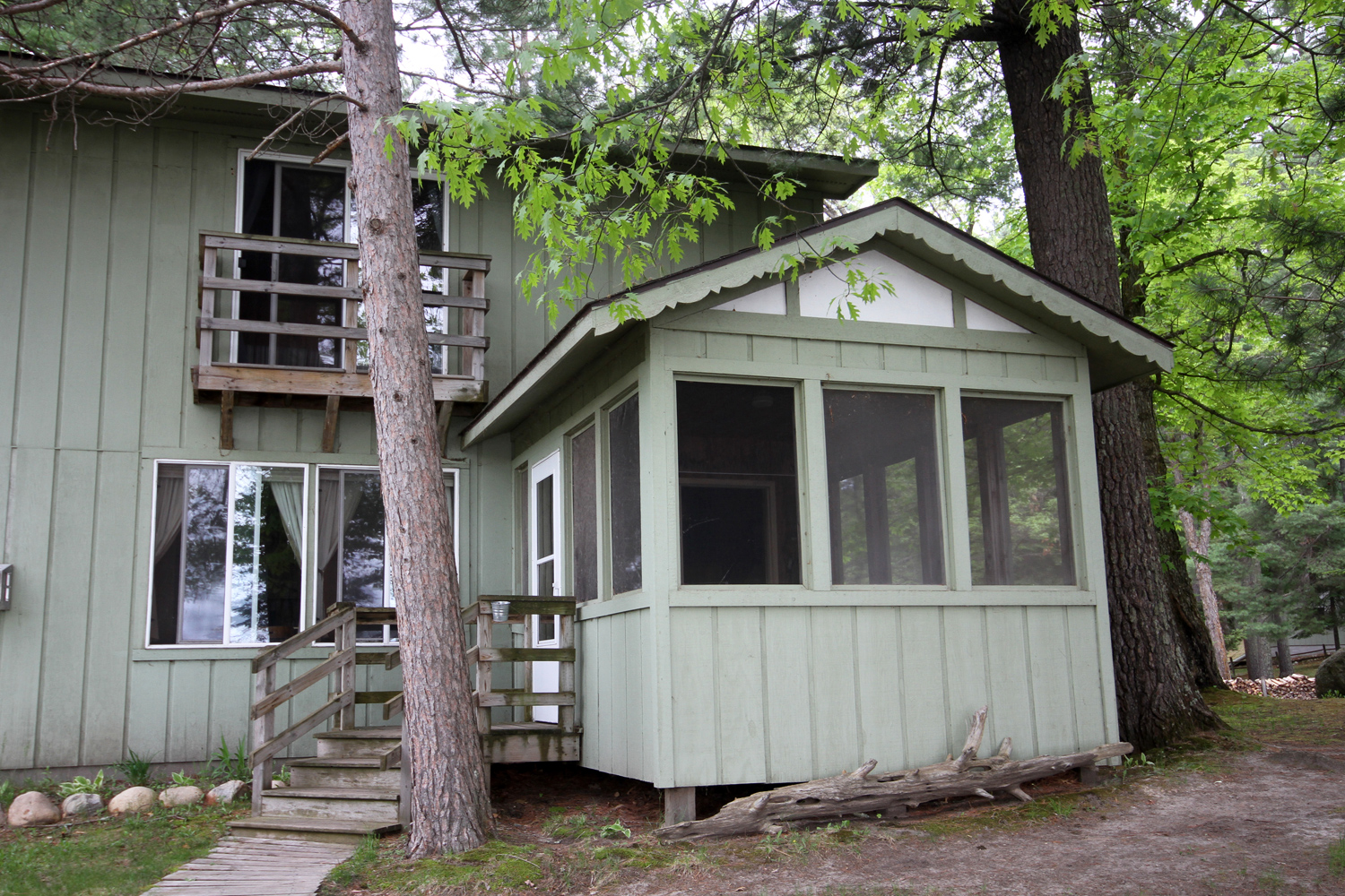 Stardust - Four Bedroom Lakeside Cabin Duplex with Optional Walk-Through to Twilight
