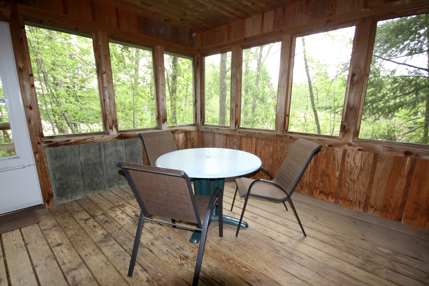 Screen Porch for outdoor dining and games