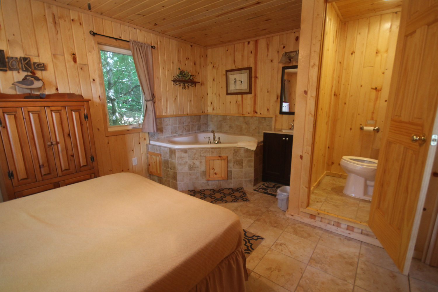 Master suite with Queen Bed, Jacuzzi tub & bathroom